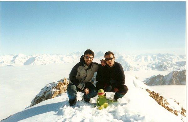 Cima de la Mesa de los Tres Reyes. PIRINEOS. Diciembre 2004