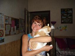 La maman adoptive du chat qui louche