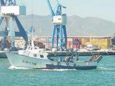 barca entrando al puerto del Grao de Castellón