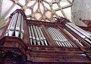 Organo bajo boveda gotica