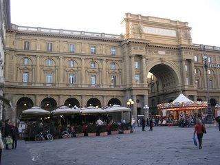 piazza repubblica in centro a firenze