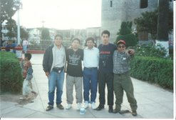 Amigos en la Plaza de Armas de Caraz