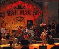 in diretta giovedì 19 aprile:i Mau Mau