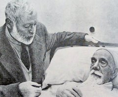 El escritor estadounidense Ernest Hemingway visita a un convaleciente Pío Baroja