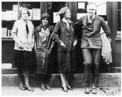 Los años veinte en París y los expatriados americanos, muchos de ellos dedicados a las Letras...