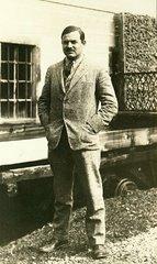 Ernest Hemingway, escritor estadounidense, en París, 1924