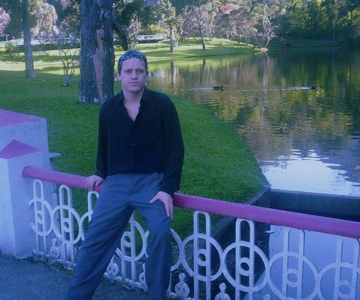 Bem vindos aos Jardins da Babilônia onde cultivo meus versos em Campos de Ouro...