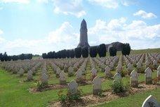 مقابر لحروب أكلت الأخضر و اليابس