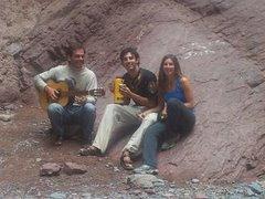 """Cantando en un""""agujero en la montaña"""""""