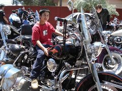 "con ""Harley for Kids"""
