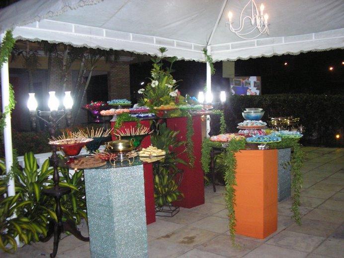 Luau da Flávia - mesa de doces