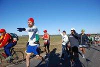 Edin guiando a un grupo de corredores perdidos...Hacia la victoria!!! 42k  Colonia