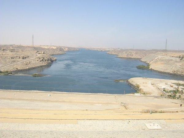 Uitzicht van Aswan dam