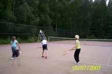 Harjoittelemme toukokuusta elokuuhun Tampereen Kaupin hiekkanurmella