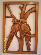 Guacamayas talladas en madera