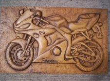 Yamaha R6 tallada en madera
