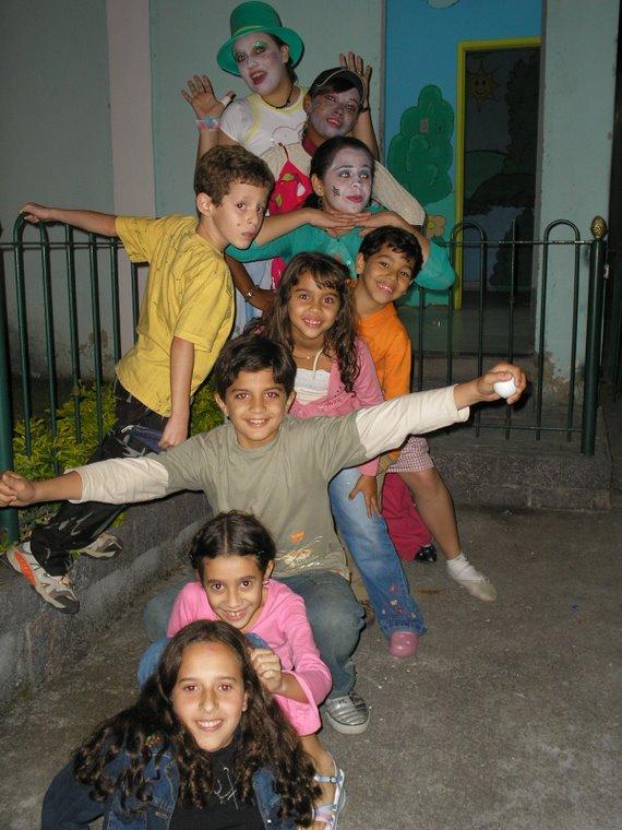 Eu, Thaynee, Rafaela e algumas crianças da Igreja Presbiteriana de Rio do Ouro