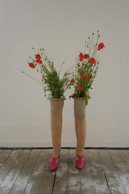"""jambes en latex coupées à hauteur d""""une mini jupe dans lesquelles des fleurs pousseraient...2004"""