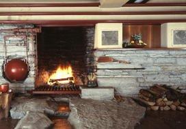 落水荘の暖炉