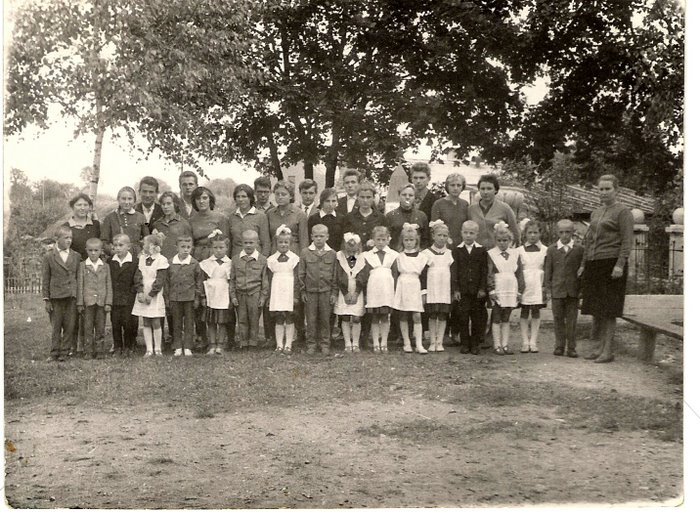 Alternation of generations (the first and eleventh classes of our school, 1965)