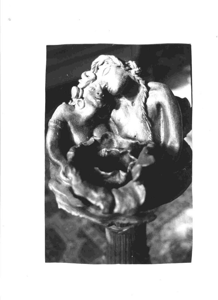 """Este escultura es de la serie esotérica """"Gente de la Atlántida"""""""