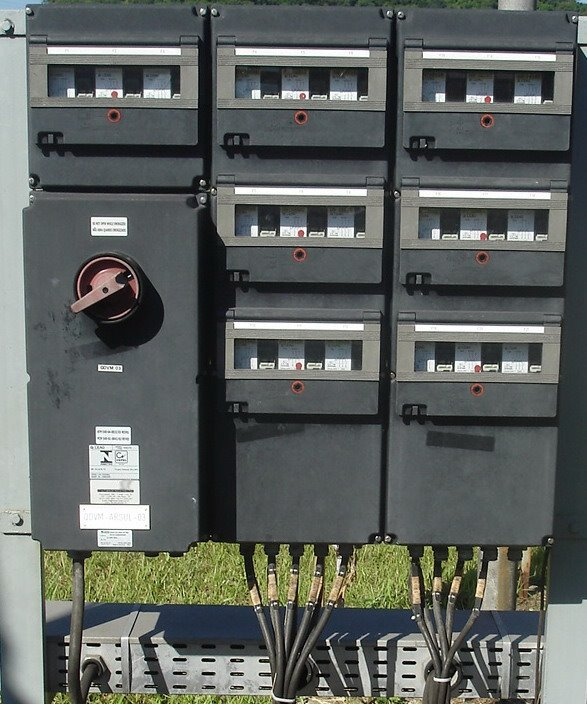Painel de distribuição 440 V - Invólucros plásticos e componentes internos Ex ed IIC T6 EPL Gb.