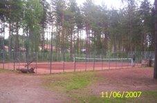 Vuorentaustan tenniskenttä oivallinen ja rauhaisa paikka tennikselle