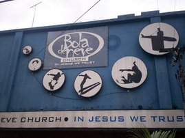 ...♪ Bola de Neve Church...♪