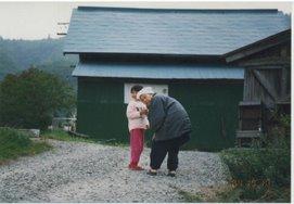 私の祖母トシ(故人)と長女克織