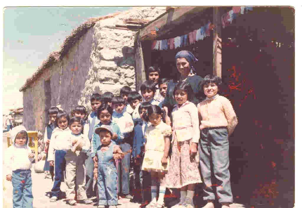 LASANA: CON NIÑLOS EN UNA ESCUELITA EN EL DESIERTO DE ATACAMA CHILE.