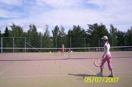 Nokian tenniskenttää voi suositella tenniksen alkeis- ja jatkokurssiharjoituksia varten