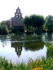 Iglesia y río Porma