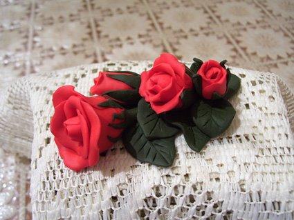 Piccolo ramo di rose rosse.