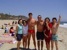 Yasuko, Eduardo, Giovani, Mika e Genta em Malibu