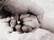 """EL siempre esta dispuesto a brindarnos """"su"""" mano..."""
