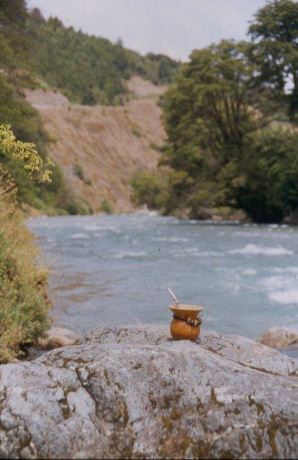 Un Mate en el rio