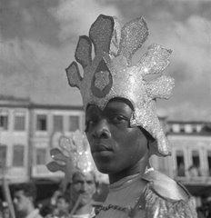 Foto tirada por Pierre Verger. Carnaval em Salvador, na Bahia, 1959.