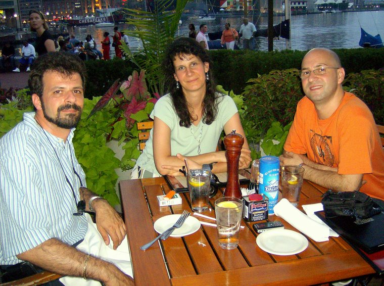 Aşteptând alături de Mihaela şi Bogdan, crabii de Baltimore.