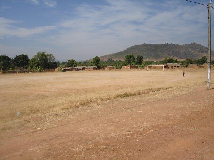 Campo de Futebol - Londuimbali