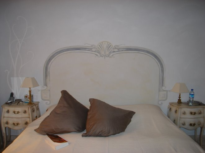 Atelier 1834 une d coration la fois moderne chaleureuse - Trompe l oeil tete de lit ...