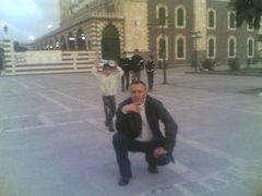 أمام  مسجد   خالد  بن  الوليد