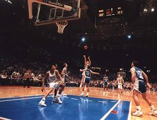 Christian Laettner makes The Shot