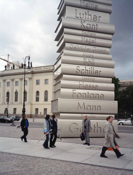 Unter den Linden  (Babel bajo los tilos)