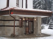 Entry to Ski Slope Apartment, Flora