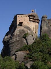 El toponimo griego Meteora significa suspendido en el aire, es decir, etereo
