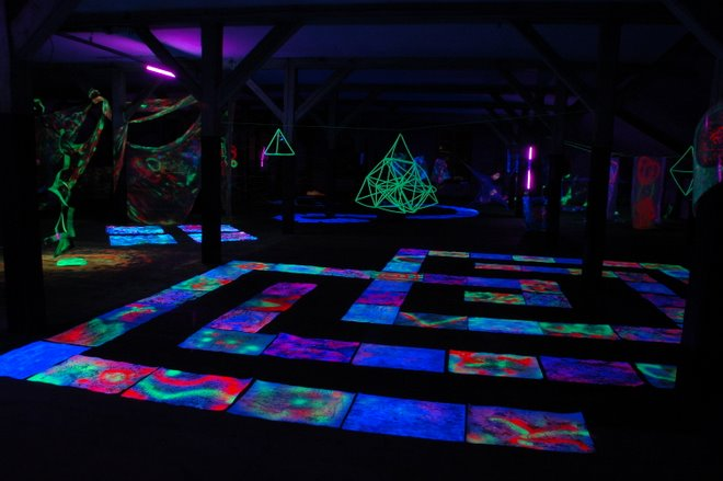 Installation of Artstudents in blacklightdesign by Barbara Streiff