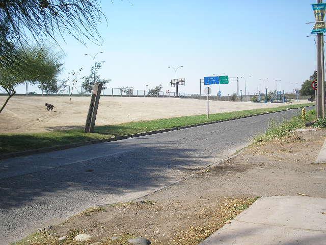 Vista del lugar de juegos y la autopista