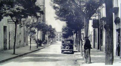 El carrer Major, prop a la plaça de l'Església