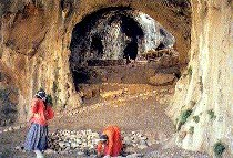 (DEDERI-) DUDERI-Cave near Afrin