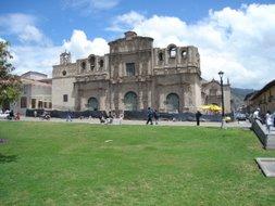 se inicio los trabajos de remodelacion del atrio de la catedral de cajamarca